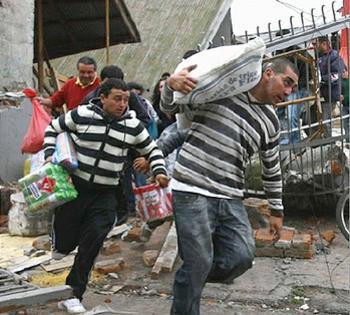 File:20100301 looters.jpg